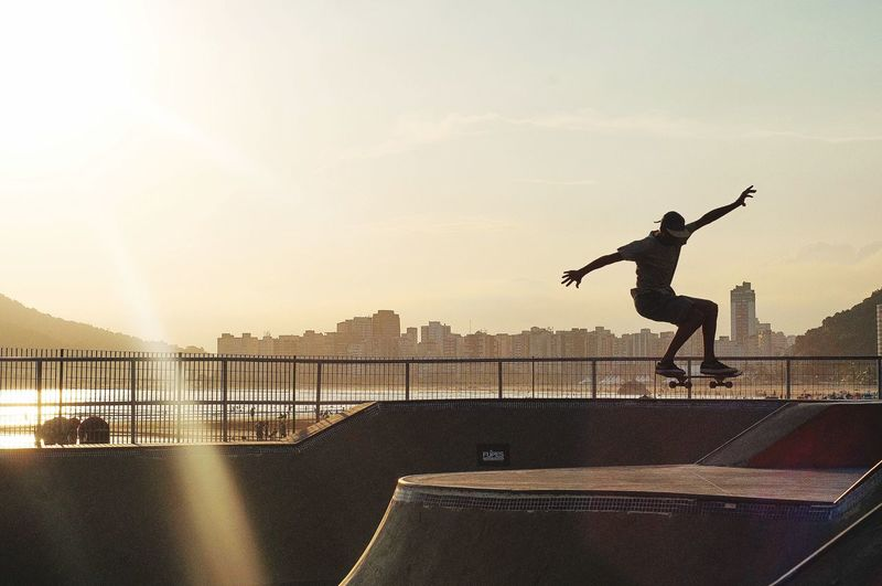 Skaters Sports Photography Skate Skateboard Park Skate Photography: Same Tricks, New Perspectives Skatelife Skater Real People One Person Full Length Nature Leisure Activity Lifestyles Jumping Sunlight Motion Silhouette Arms Raised