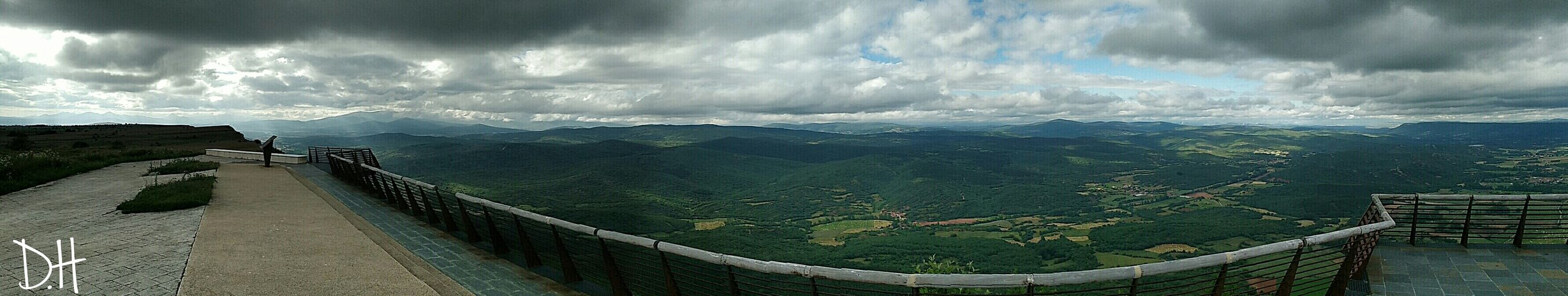 Panoramica realizada en el norte de palencia en el mirador de las cuevas de los Franceses Palencia Nature First Eyeem Photo Love ♥ Smartphonephotography Smartphone Photography Cool Nature Photography Photography Photolove The Great Outdoors With Adobe Estreno Mirador Mirador De Valcabado Ponar De Valdivia Cuevas De Los Franceses