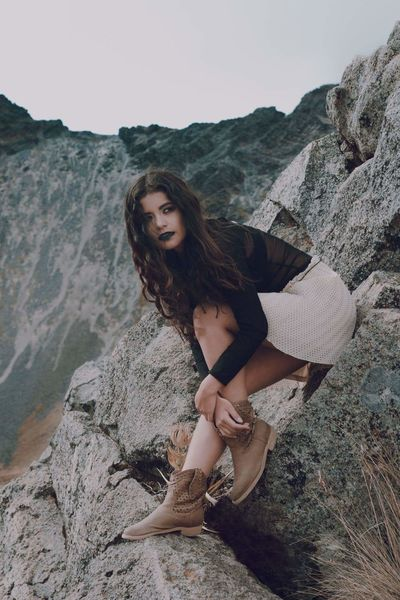Alondra nevado de Toluca. Only Women Beautiful Woman Portrait One Woman Only Adults Only Beautiful People Brown Hair Beauty One Person Looking At Camera Full Length Fashion Women Adult Young Adult Sitting One Young Woman Only People Nature Young Women