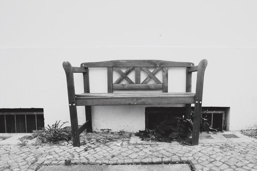 Learn & Shoot: Simplicity EyeEm Best Shots - Black + White Simplicity Bench Outdoors