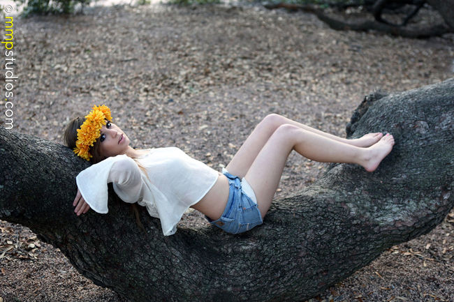 @melvinmaya @mmpstudios_com Beautiful Houston Nature Texas Tree barefoot Boho Brunette Denim Flower Crown Flowers Followme Full Length Gorgeous Hippie Location Lying Down Model One Person Outdoor Photography Photographer Photography Young Women