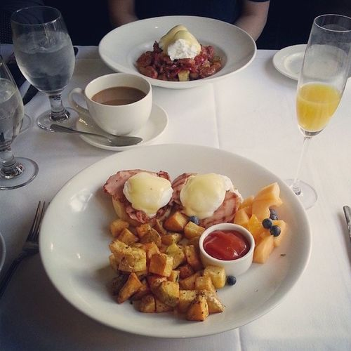 Brunch with girls couple weeks ago Eggsbenny Everyday ! Mimosa