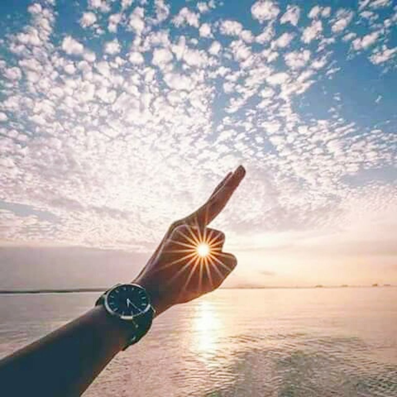 human hand, human body part, sunset, sea, sky, sun, one person, holding, beach, tranquil scene, cloud - sky, people, only women, horizon over water, adult, nature, outdoors, one woman only, adults only, water, beauty in nature, close-up, day