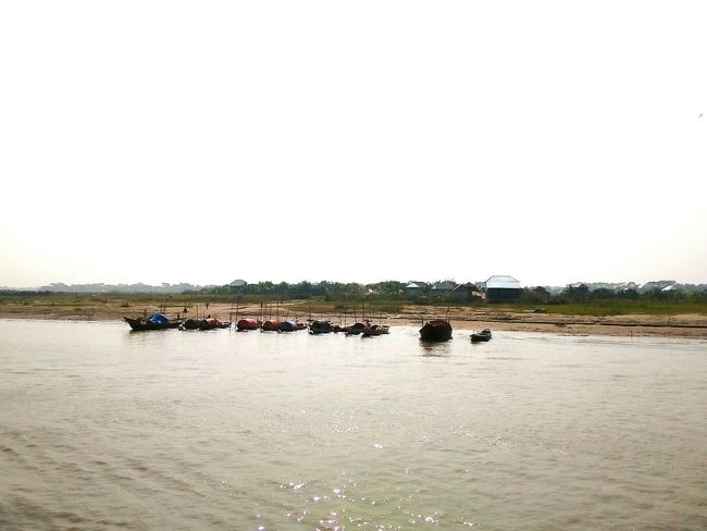 Nature Sky Water Outdoors Lake Animal Wildlife No People Floating On Water Wetland Animals In The Wild Extreme Weather Day Horizon Over Water Bangladesh_is_beautiful Padma River Mobile Photography Transportation Boat Bangladesh Winter Landscape