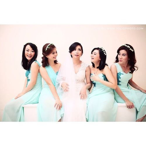 "@fey_cing : consult with me before marrying cause I married first. "" :) @devy_lien @ren_lauren @tantimaniz @melodycaramel Wedding Moment Catcher Icliqphoto Icliq Jambi City"