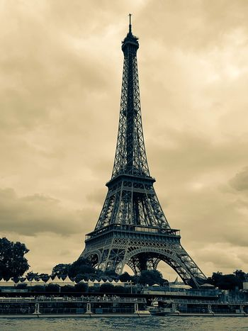 Paris Eiffel Tower Eiffel Tower From Afar France 🇫🇷 Structure Sightseeing Moody Pictures Travel Photography Travel Destinations Eyeemphoto