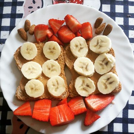 Breakfast Strawberries Almonds Bananas Toast Peanutbutter Fragole Mandorle Banane Burrodarachidi Food Like Nutrition Love
