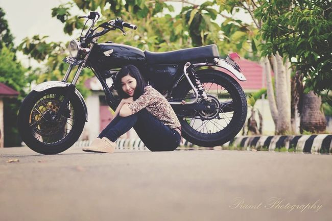 Frame Photography Photography Hanting Traveling Karikatur Photography Moments Cenimatography Colage Of Photos Vintage Biker Tire Motorcycle Standing Women Full Length Sky
