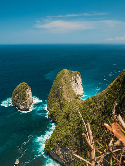 stunning lookout point on Nusa Penida Island Sea Water Scenics - Nature Beauty In Nature Tranquil Scene Horizon Over Water Sky Horizon Rock Nature Blue Beach Rock Formation Idyllic Outdoors Bali INDONESIA Turquoise Colored Travel Traveling Ocean View Waves No People Paradise Tropical EyeEmNewHere