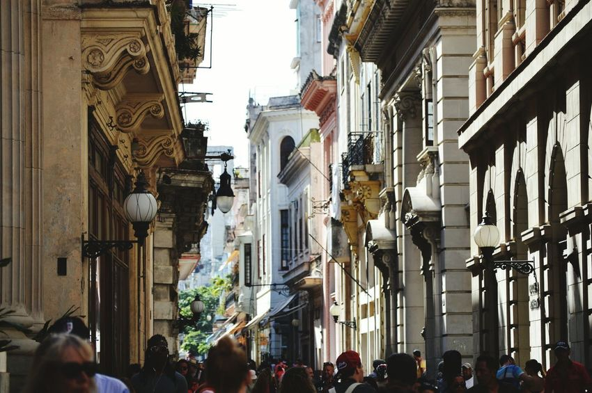 Habana oh na na Havana Havanna, Cuba Cuba Old-fashioned Old Havanna New Havana Lamp Post Busy Street Tourist Architecture Colour Your Horizn Large Group Of People Built Structure Building Exterior Travel Destinations Women People Crowd City Outdoors