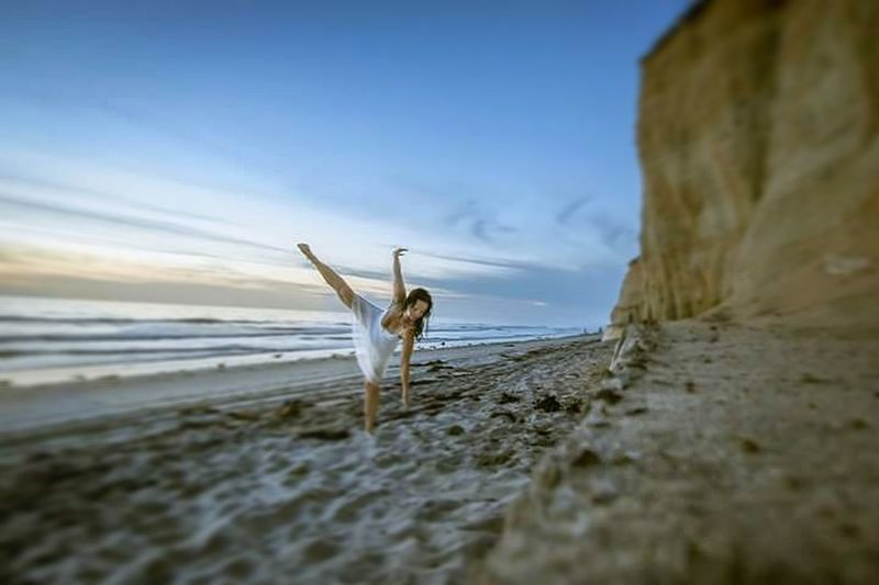 """""""he said """"don't you feel lonely living in your own little world?"""" She whispered, """"don't you feel powerless living in other peoples worlds?"""" /F.G Check This Out Hello World Dancing Dancers Movement Photography Movementtherapy Being Dance Ocean Sea And Sky California Coast Encinitas Cardiff Carlsbad Surfspot Surfers Paradise California Metime Selfie Portrait Selfportrait Selfie ✌ Self Portrait Around The World Selfies Relaxing Enjoying Life"""