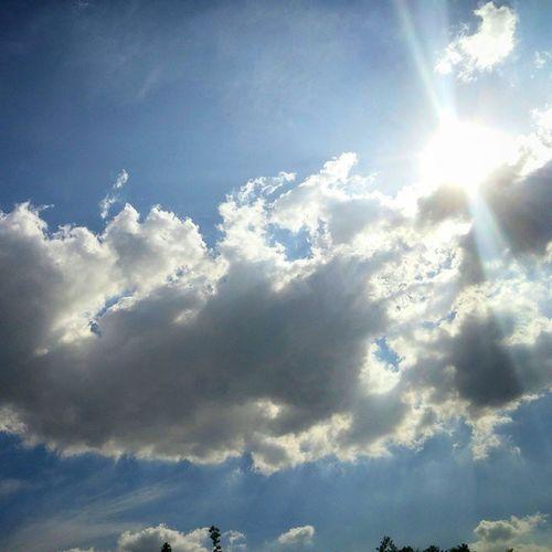 구름 하늘 늦여름 햇살 오늘너무덥다.