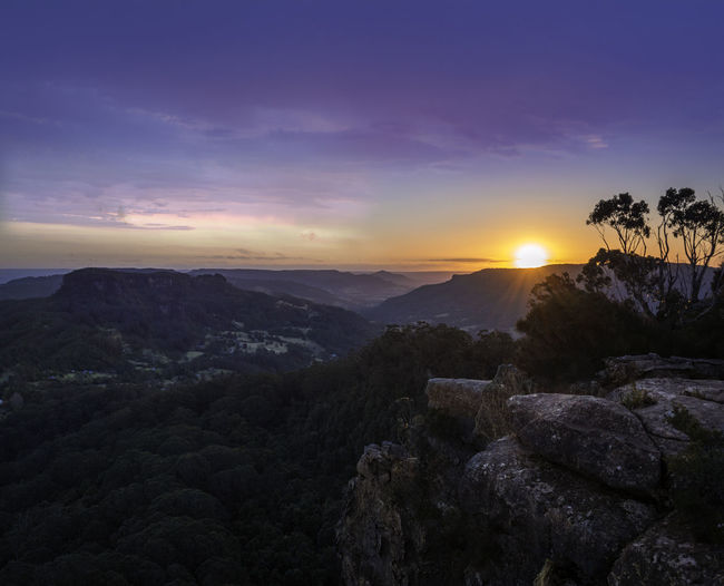 Dreamy Australian Sunsets Tree Sky Rays Of Light Sun Hikingadventures Outdoors Mountain Range Mountain Cliffs Nature Beauty In Nature Landscape Drawing Room Rocks Australia Sunset EyeEmNewHere Go Higher The Great Outdoors - 2018 EyeEm Awards