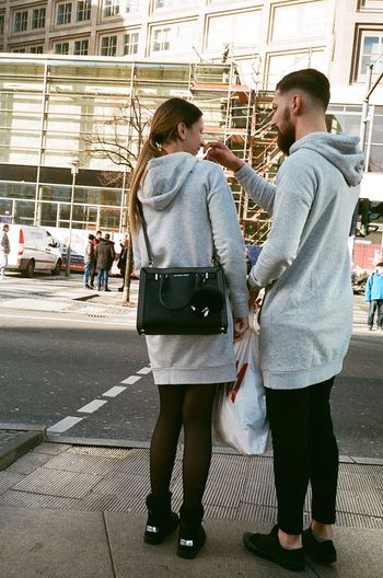 Who wore it better? Analogue Photography Superia400 Film Photography Streetphotography Yashicat4 35mm