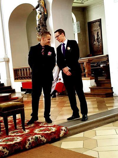 Mann Anzug Two People Men Suit Hochzeit Kirche Christlichehochzeit Indoors  Deutschland Germany