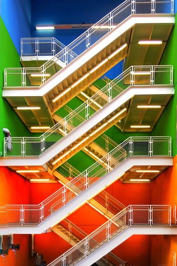 Zigzag staircases of building