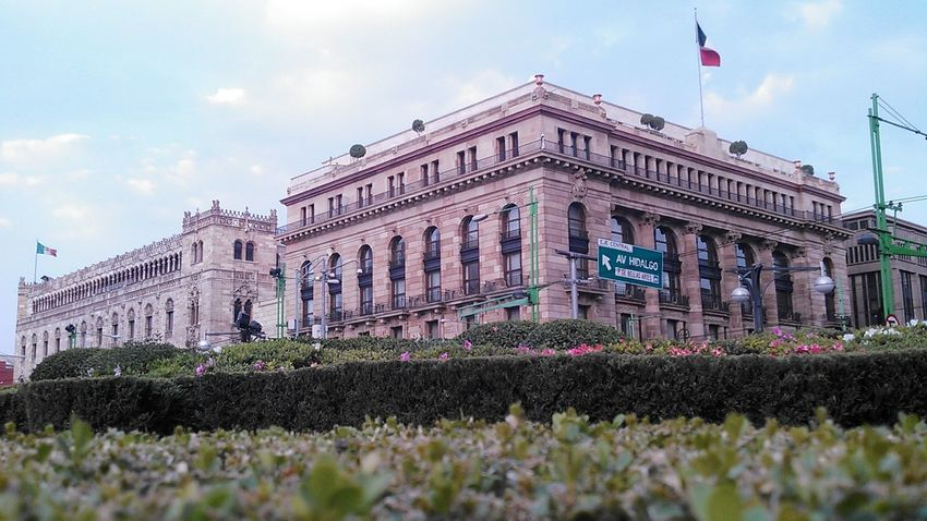 Built Structure Fenêtres City Architecture Building Exterior Exterior No People Sky Day Streetphotography History Plants Vert Window Bandera Bandera De Mexico Building Story Building Buildings Architecture Flag View From Below Historic Architecture Mexico De Mis Amores