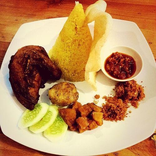 Food Traditional Food Indonesian Food Nasitumpeng