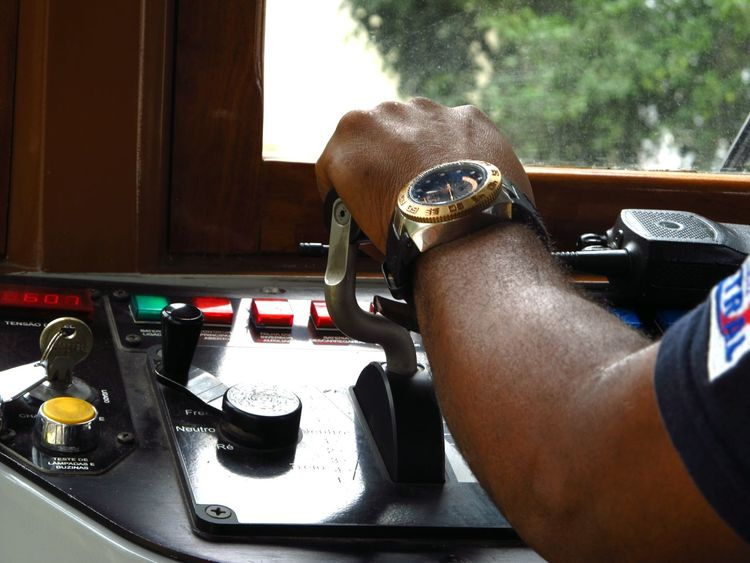 Mãos que conduzem. Bondinho Brasil Brazil Errejota  Hands Hands At Work Mãos Relax Time  Rio De Janeiro RJ Santa Teresa RJ