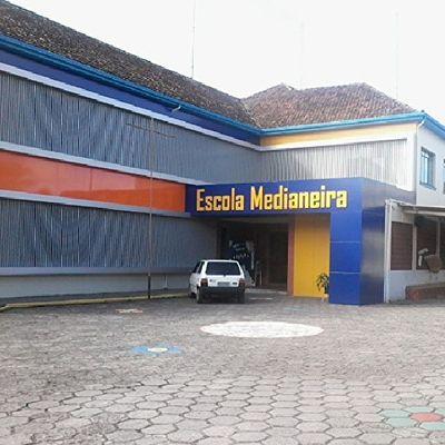 Olha onde passei minha manha de sexta feira ensolarada Escola  Medianeira Minha Escola  do coração sinto saudades de todos ♥♥♥ instalikes