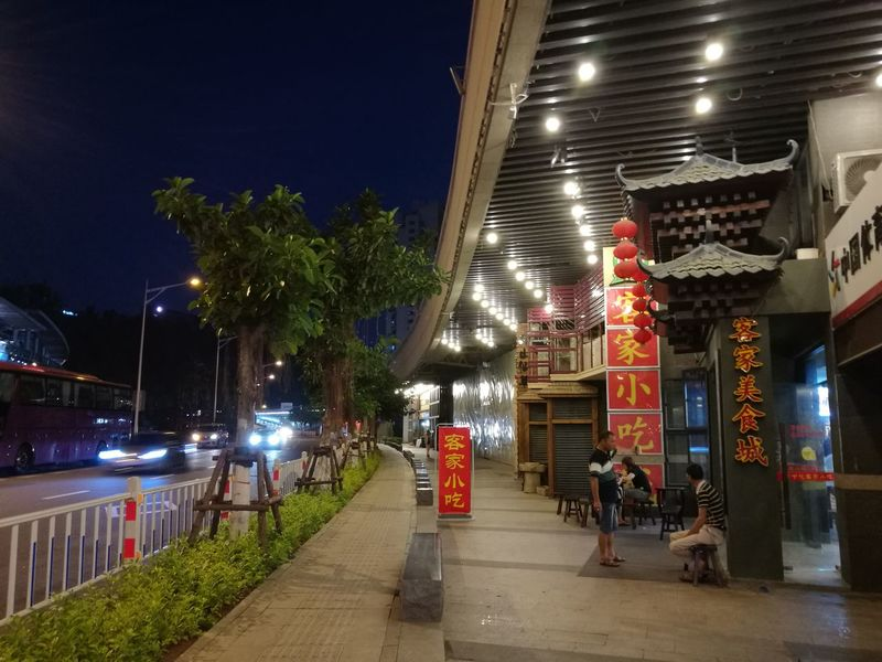 Night Illuminated City Outdoors Architecture Building Exterior Water Tree No People Taste Good Restaurants Restaurant Decor Sky PhonePhotography EyeEm Best Shots Light And Shadow Opera House China Photos China Beauty Chinatown EyEmNewHere Huawei Photography Street Architecture Concrete