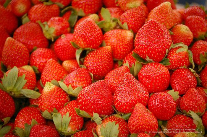 Strawberries! As juicy and as yummy! Found in baguio Eeyemphilippines Fruits Strawberries Food Red