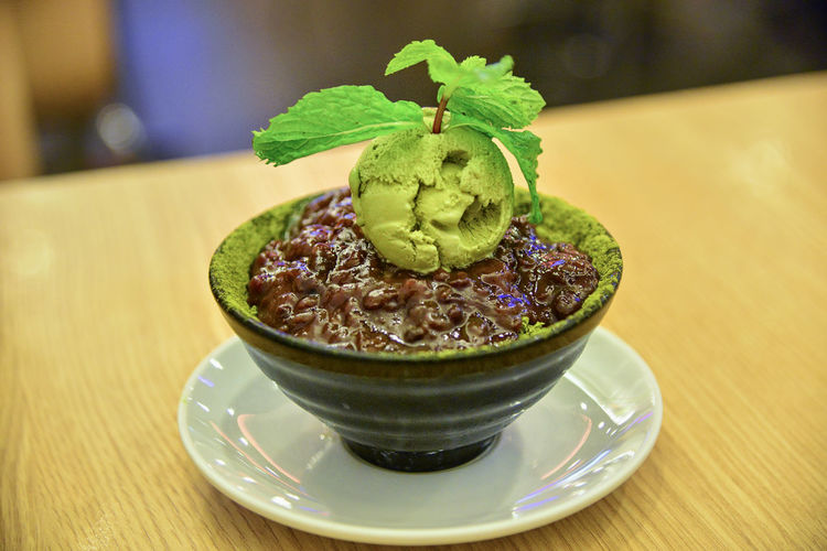 matcha-ice-cream-red-bean Azuki An Focus On Foreground Food Food And Drink Leaf Matcha-ice-cream-red-bean Ready-to-eat Red Beam Paste Red Beams Saucer Still Life Sweet Food