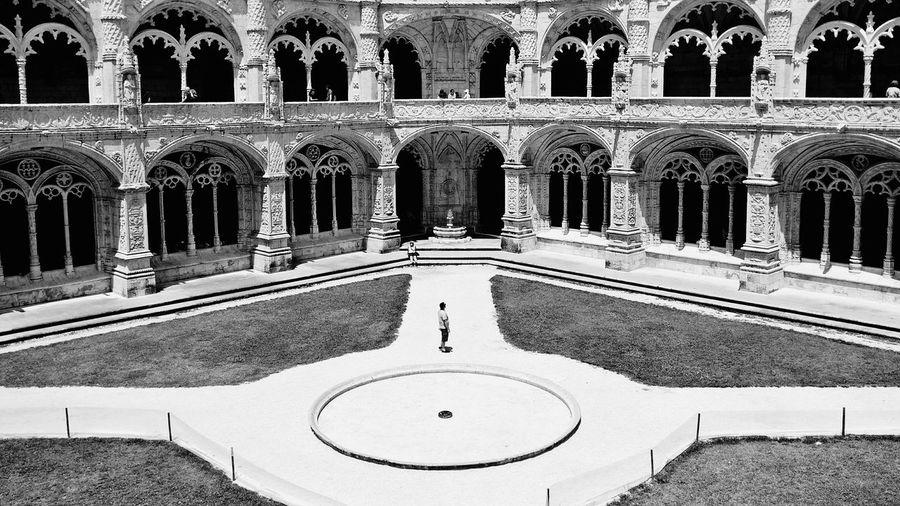 05/06/16 Mosteiro dos Jerónimos - Lisboa Lisboa Mosteiro Dos Jerónimos Archetecture Historic Site Historical Building Black And White Harmony Tourist Travel