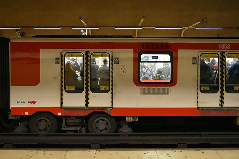 Metro Santiago Metro Chile Transportation Train - Vehicle Mode Of Transport Road Transportation TheWeekOnEyeEM Nikon NikonD5500 Chile Traffic Jam Urbanphotography Streetphotography City Life Street City Street Real People Person City Underground Station  Undergroundstation Underground Undergroundphotography