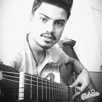 Günaydın Gitar Rock Kolye teller :))))