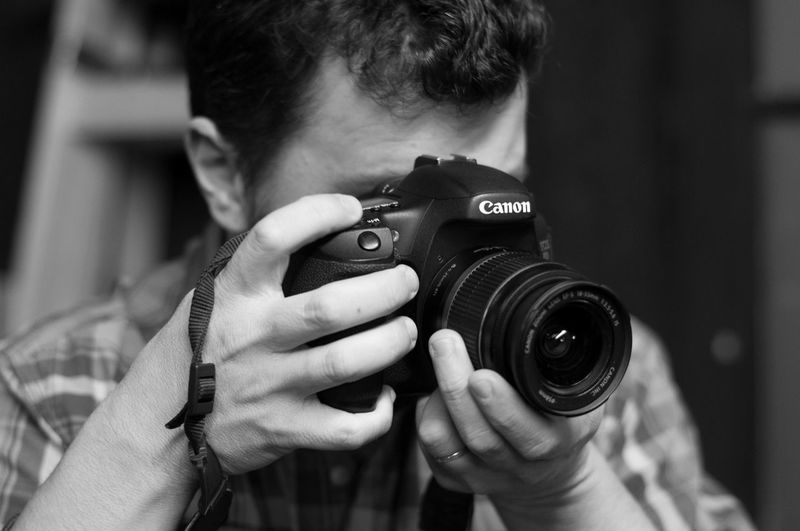 EyeEm Selects Camera - Photographic Equipment One Man Only Photography Themes Photographing Photographer Only Men Digital Camera Adult Retro Styled One Person Adults Only People SLR Camera Men Old-fashioned Headshot Technology Digital Single-lens Reflex Camera Modern Blanco Y Negro Black And White
