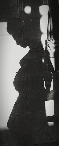 Pregnant Phtography Pregnancy Pregnant Beauty Pregnant Days PregnancyAndInfantLossAwarenessMonth Pregnancy Beauty B&W Obsession B&w Photography Shadow Shadows & Lights Shadow Play Woman Of EyeEm Womam Power Woman Around The World Woman In Black Embarassado Embarazadafeliz Embarazada Blancoynegro Blancoynegrofotografia Sombra Mujer