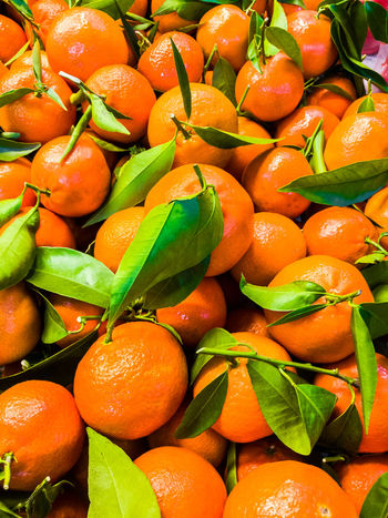 Food Freshness Orange Color Citrus Fruit Fruit Large Group Of Objects Orange Leaf No People Still Life Market Orange - Fruit Green Color Healthy Eating Ripe Abundance Plant Part Wellbeing