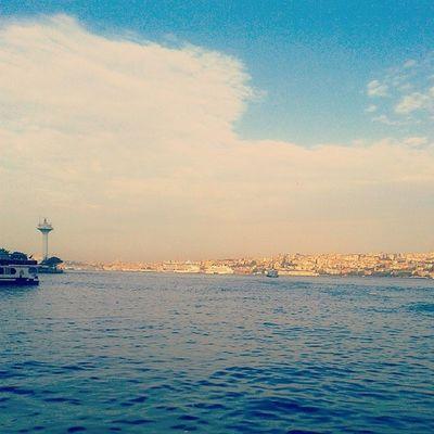 Gunaydin Istanbuul. Sanageldik Istanbul Aniyakala Aşk lovebestofthedaymukemmelharikaperfectrenklendidunyambenimsehrimseadenizpicofthedayhappyistanbul böl böl gezcezzzz