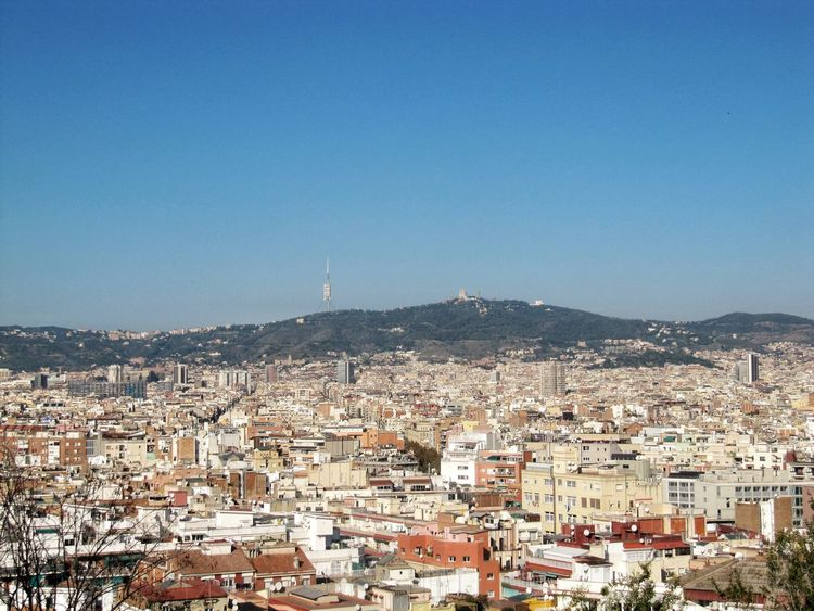 Barcelona Travel Destinations Travelling Travelphotography Wolkenlos No Clouds Himmel Blau Blue Cityscape Sky Sunny Building Exterior Architecture Outdoors City Built Structure Clear Sky Mountain Canon Powershot SX200 IS Canon Powershot Your Ticket To Europe
