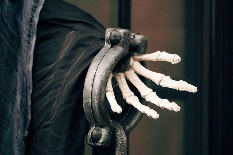 hvorfor skeleton Skeleton Horror Halloween Halloween Horrors EyeEm Selects Human Hand Men Close-up Finger Hand Body Part Ghost Zombie Vampire Monster - Fictional Character Jack O' Lantern Nail Polish Jack O Lantern Wearing