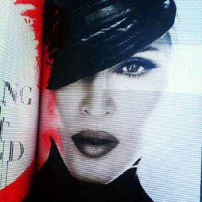 Madonna Mdnatour2012 book