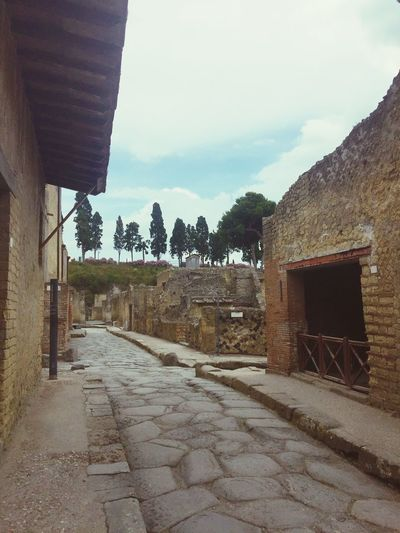 Traveling Architecture Built Structure Building Exterior Footpath Outdoors Pathway Pedestrian Walkway Historical Building Historical Town Herculaneum Time To Reflect