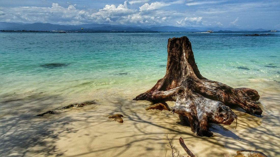 Malaysia Sabah Borneo Mamutik Island Sea And Sky Sea View Sea Beach Beachphotography Traveling Travel Photography EyeEm Best Shots Eye4photography  EyeEmBestPics Waves 马来西亚 沙巴 马穆迪岛 大海 沙滩 海浪 旅行摄影 阳光沙滩 The Great Outdoors - 2016 EyeEm Awards