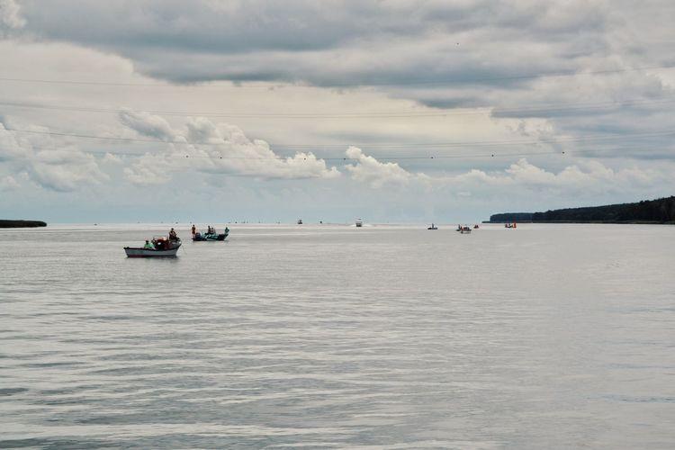 Nautical Vessel Sea Beach Water Sky Horizon Over Water Landscape Cloud - Sky Fishing Boat Fishing Industry Fishing Equipment Fisherman Fish Market