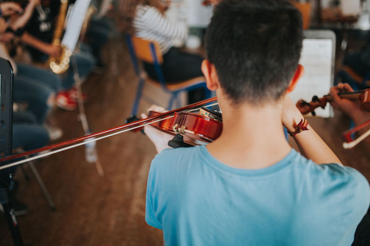 Learning Music Music Academy Arts Culture And Entertainment Holding Leisure Activity Lifestyles Music music brings us together Music Is My Life Musical Equipment Musical Instrument Musical Instrument String Musician Orchestra Performance Playing Rear View Skill  String Instrument Violin Violinist Violins Waist Up
