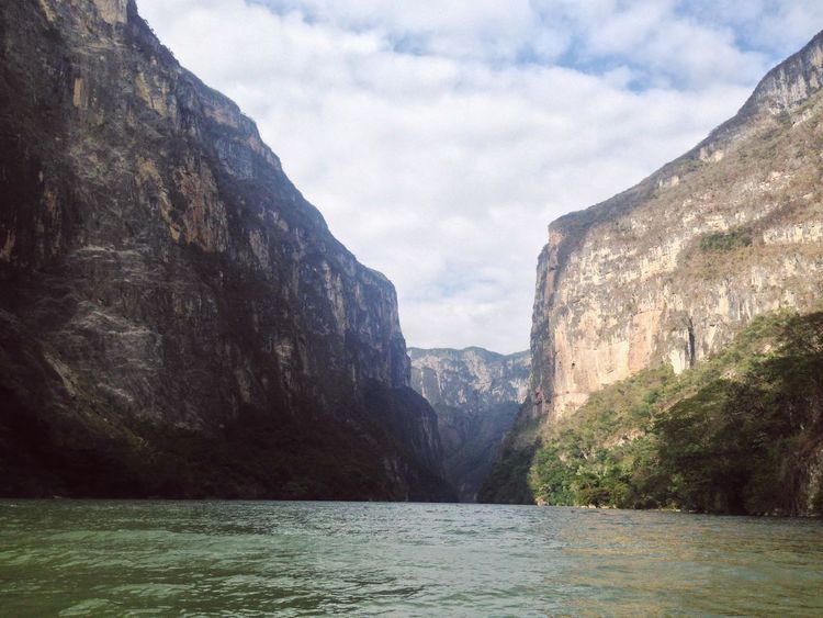 Chiapas 🇲🇽 EyeEm Nature Lover Paraisonatural Bonito Cañón Del Sumidero Chiapas, México Scenics Nature Tranquility Mountain Tranquil Scene Beauty In Nature Waterfront Press For Progress EyeEmNewHere