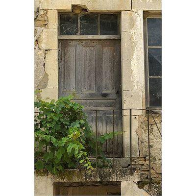 Saintperesousvezelay Architecturerurale Yonnetourisme yonne igersbourgogne burgundy grainedenature porte