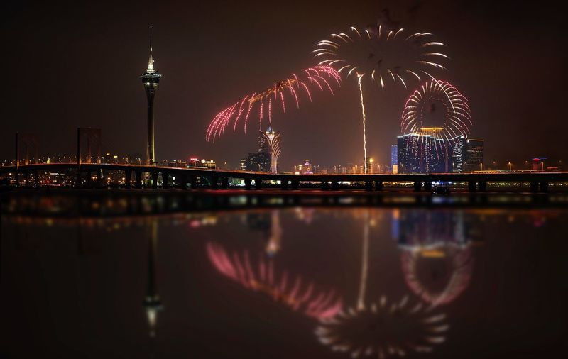 好心情(1) Night Illuminated Built Structure Architecture Building Exterior Water Reflection