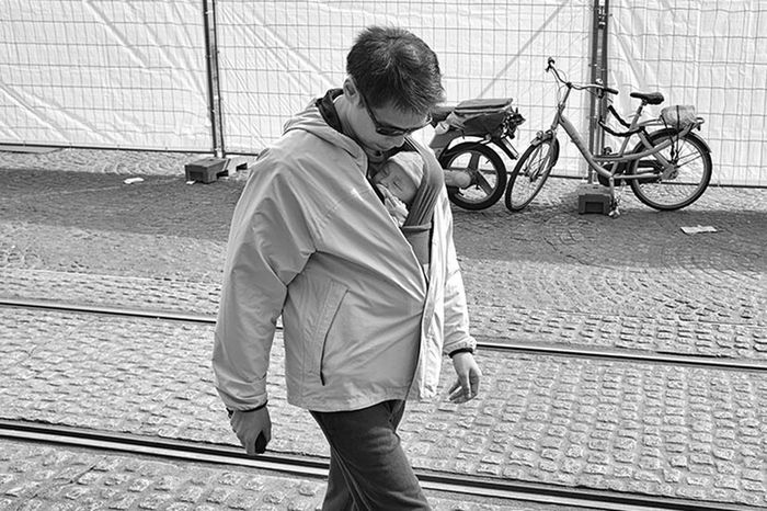 handsfree Father And Daughter Streetphotography Monochrome Blackandwhite Photography Streetphoto_bw Street UNPOSED Bw Candid Sorin Citylife Streetphoto Timisoara Street Portrait Lensculture Romania January Showcase: January Father Amsterdam Holland