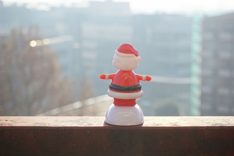 He wants to jump, do I have to rescue him?? Christmas Christmastime Empty Fantasy From My Balcony I Hate Chritsmas Landscape Limitless Mailand Milano No Hope Noedit Nofilter Outdoors Panorama Red Rescue Safety Santa Claus Sony A6000 Strange Sunlight Urban Landscape Winter The Creative - 2018 EyeEm Awards