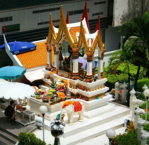 One of the beautiful shrines in Bangkok. Solotravels Eyeemthailand Shrine Shrines Backpacking Mirrorless Bangkok