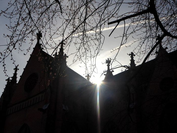 schönes Wochenende Sunlight Sunbeam Lensflare Silhouette Church In The Sun Built Structure Architecture For My Friends 😍😘🎁 Looking Up😍 Springtime Morningsunlight