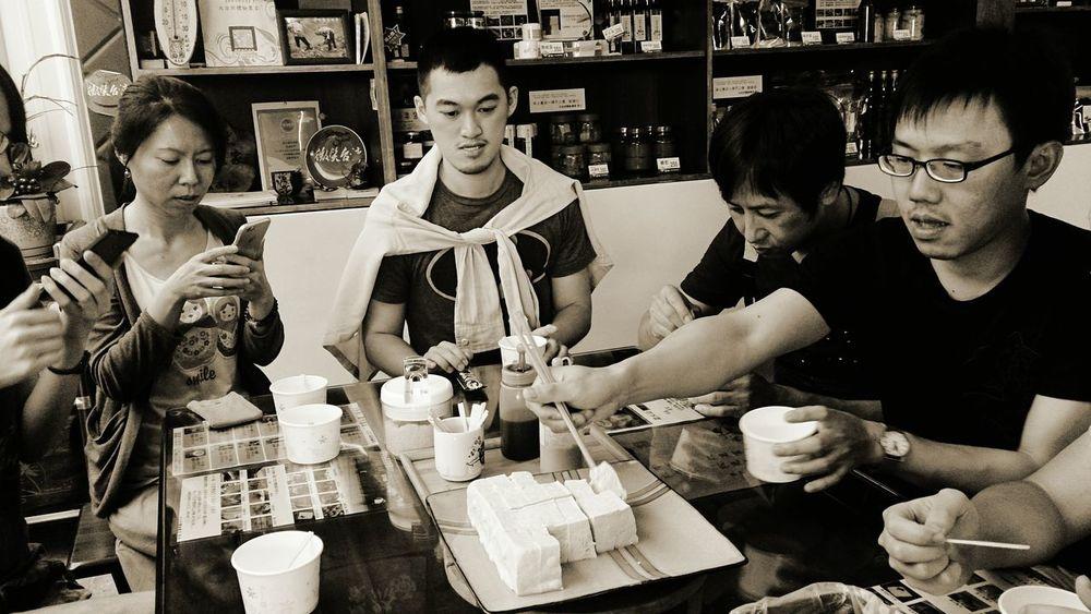 吃豆腐 The Foodie - 2015 EyeEm Awards Taitung,taiwan Tofu Bean Curd Taking Photos Tourists Good To Eat EyeEm Best Shots Mealtime