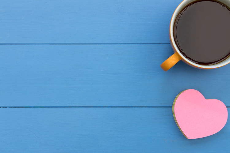 Coffee cup + pink love heart Cup Mug Food And Drink Drink Directly Above Table Coffee Coffee Cup Still Life Indoors  Copy Space Refreshment Pink Love Heart Shape Top View From Above  Overhead View Background Minimal Flat Lay Coffee - Drink Blue Heart Shape No People Wood - Material Colored Background Blue Background Positive Emotion